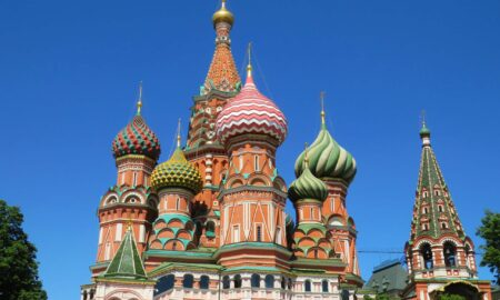 Russia will pre-install apps on iPhone from April